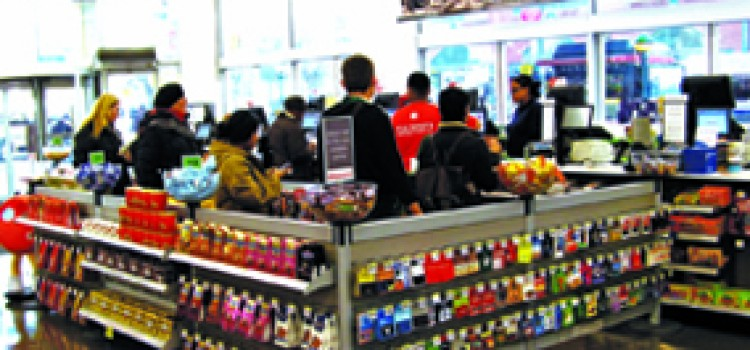 Holiday retail sales lifted by late shopping surge