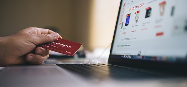 Consumers to spend more online this holiday season