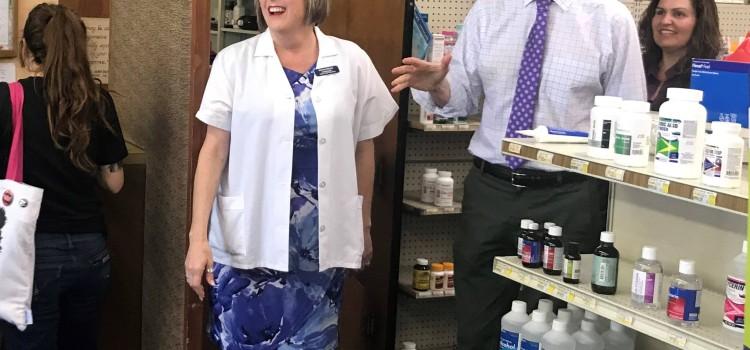 Sen. Wyden visits NCPA board member's community pharmacy