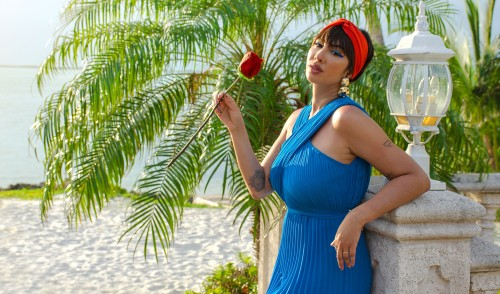 Schick Hydro Silk teams with Jackie Cruz