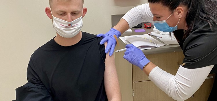 Hy-Vee offers $10 gift card to those who get COVID vaccine