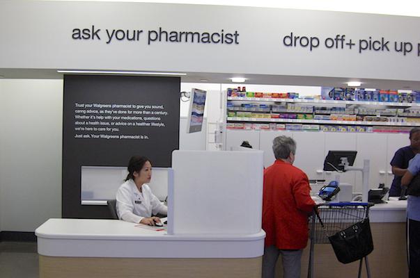 pharmacist_Walgreens Rx desk