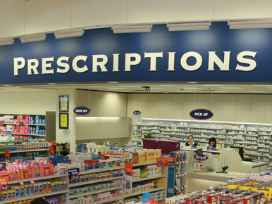 Rexall pharmacists at counter_WEB
