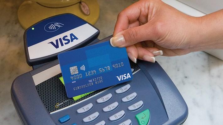 Visa chip card at terminal_featured